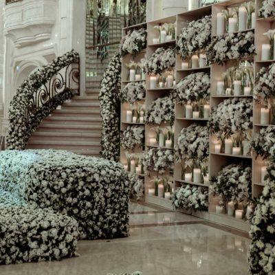 گل آرایی داخل عمارت